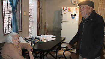 san juan: a dos abuelos les robaron hasta la dentadura postiza