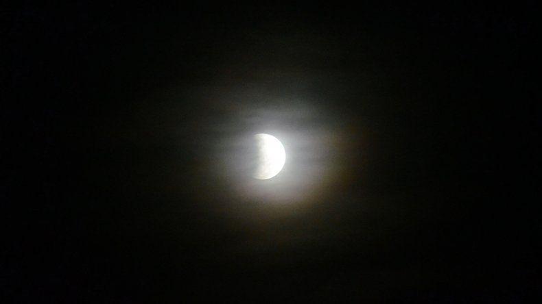 Así se vio el eclipse de luna en Neuquén capital