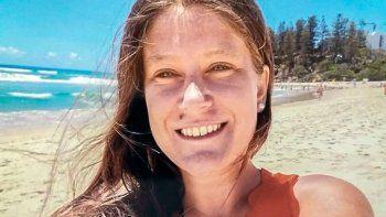 una joven argentina cayo de un balcon y esta grave