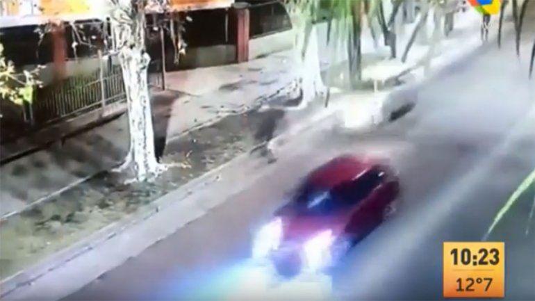 Borracho atropelló a ciclista y chocó a un auto