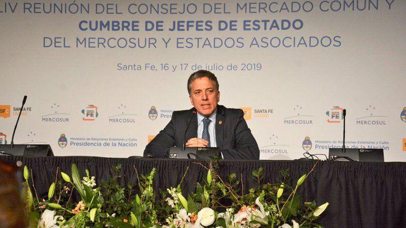 Renunció el ministro Dujovne en medio de la crisis pos PASO