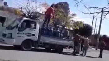 cordoba: intentaron robar a un garrafero y se defendio a los tiros