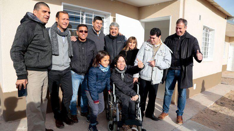 Gutiérrez entregó un plan de 96 casas en Rincón