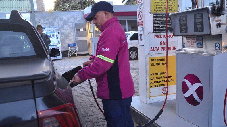 Quieren prohibir que haya autoservicio de combustible