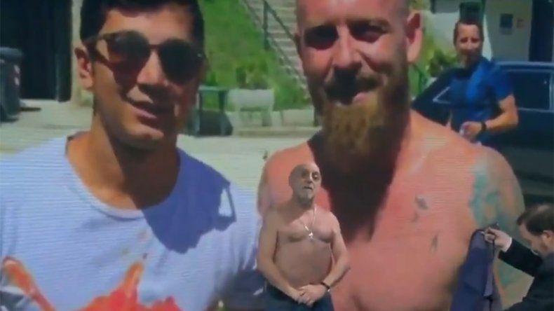 Video: Pagani se desnudó al aire para comparar su físico con el De Rossi