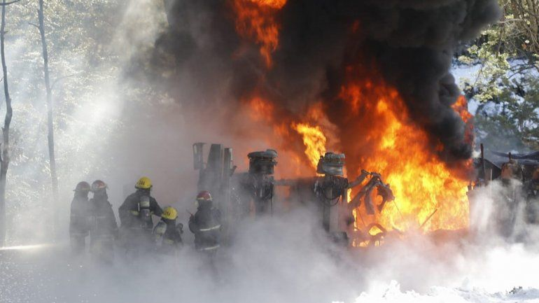 Tragedia en la ruta de Siete Lagos: violento choque e incendio