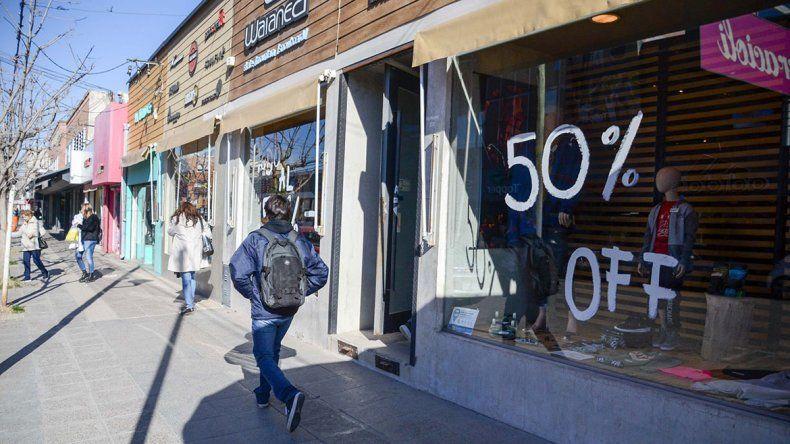 Los negocios buscan salvar la ropa con liquidaciones