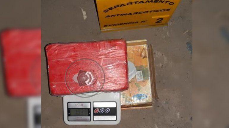 Los demoraron con tres kilos de marihuana, un kilo de cocaína y 20 mil pesos