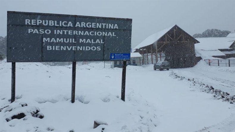 Querían escapar a Chile tras ser denunciados por estafas, pero los atraparon en el Paso Mamuil Malal
