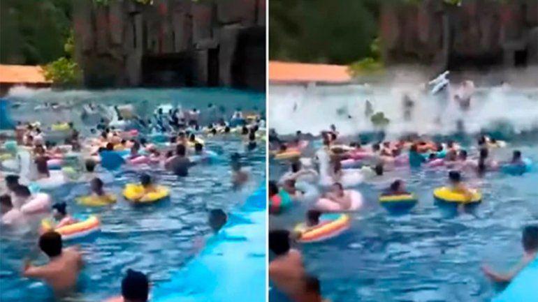 Video: un tsunami en un parque acuático dejó al menos 44 heridos