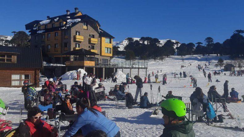 Caviahue se llenó de nieve y de turistas