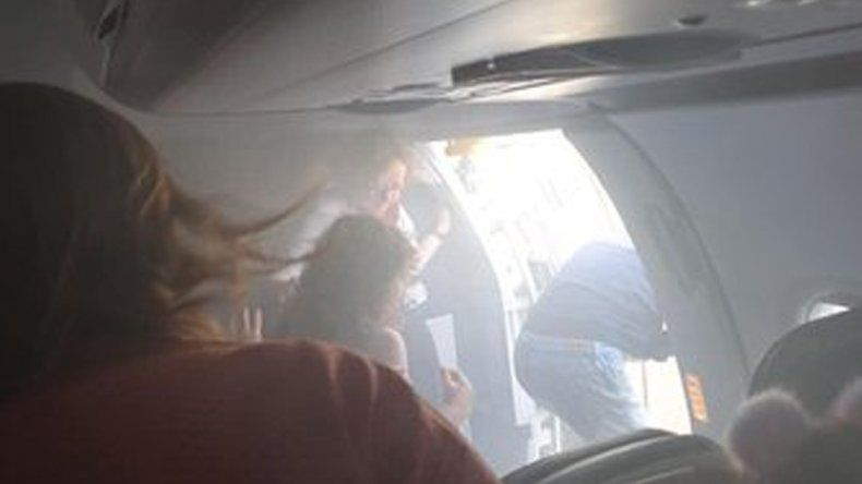 Aterrizó de emergencia tras incendiarse un motor y llenarse el avión de humo