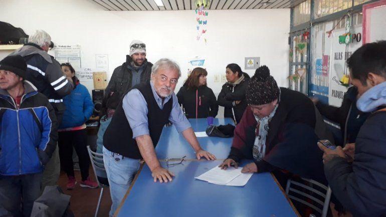 Firmaron un acta acuerdo y vecinos de la toma Ruca Antú levantaron el corte en Ruta 7