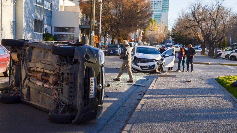Choque y vuelco en Avenida Argentina: un herido