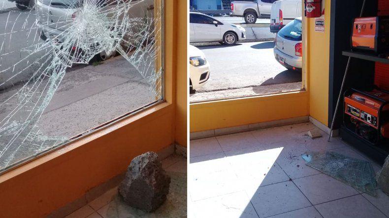 Rompieron la vidriera y robaron 75 mil pesos en herramientas en un local