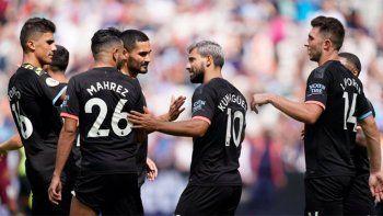 el city debuto en la premier league con goleada y festejo del kun
