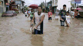 un increible tifon causa un desastre en la zona de china