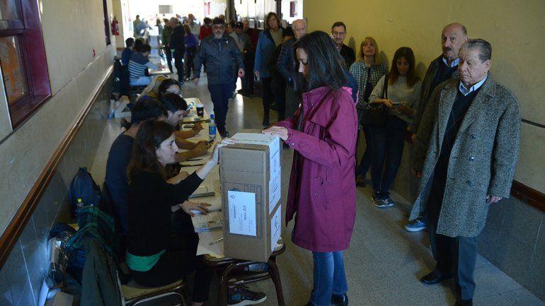 El frío hizo que la gente llegara más tarde a votar