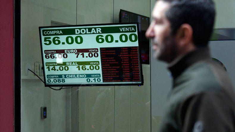 El dólar volvió a subir: en Neuquén alcanzó los 65 pesos