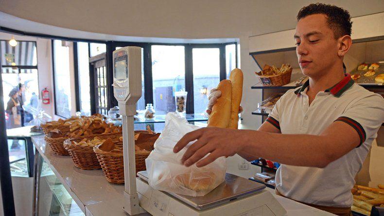 Como pueden, panaderos resisten el agobio del dólar