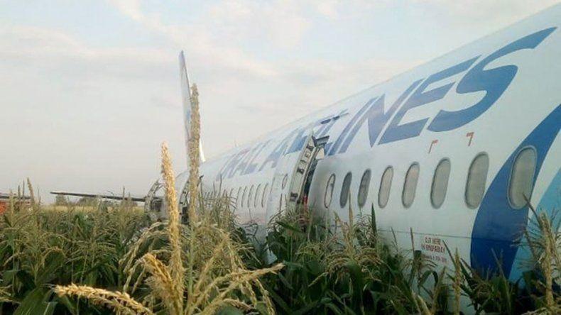 Milagro: un avión con 200 pasajeros aterrizó de emergencia sin víctimas