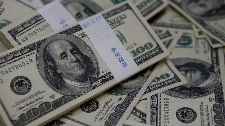 El dólar bajó 74 centavos y cerró en $ 57,37
