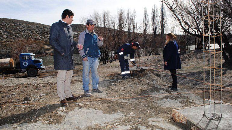 Construyen una moderna confitería con vista al río Agrio