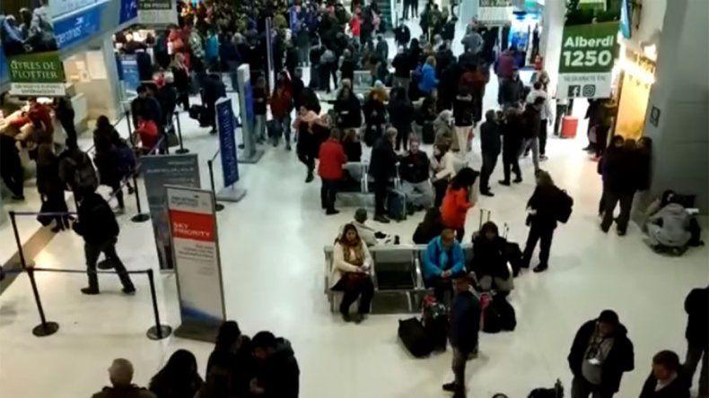 Insólito: Flybondi les reprogramó el vuelo pero después no los dejaron viajar por protestar