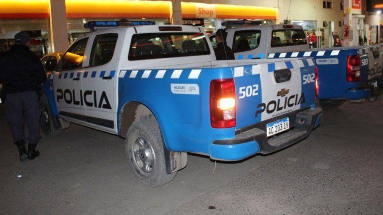 Asaltó con un cuchillo una estación de servicio en Centenario y se llevó 3500 pesos