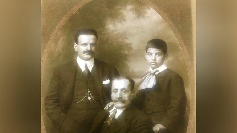 Elías en el Líbano, junto a su abuelo Habib y su tío Eshaía.