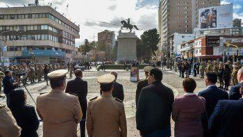 con un sencillo acto recordaron al padre de la patria en el monumento