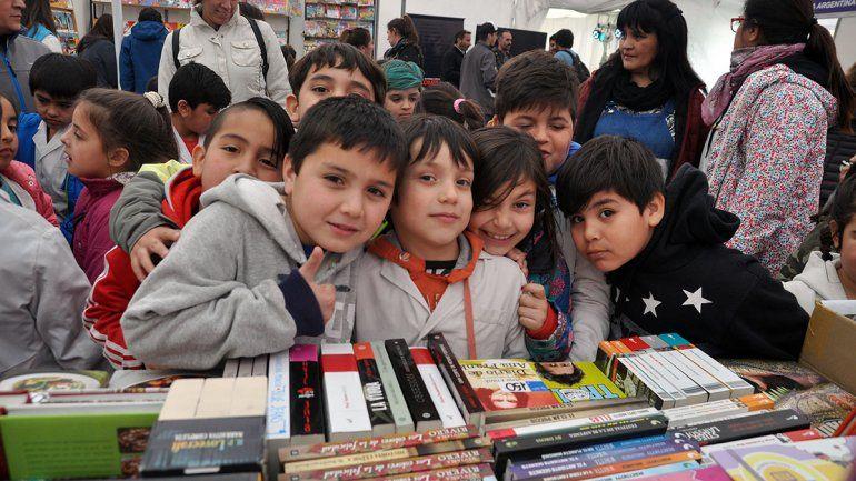 Feria del Libro: las visitas de las escuelas se harán con guías