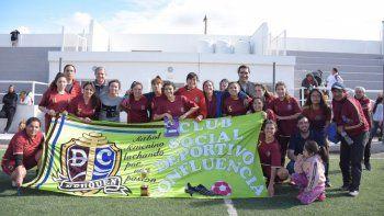 250 mujeres jugaron en  el torneo solidario de futbol