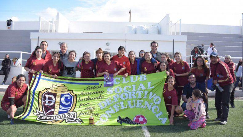 250 mujeres jugaron en  el torneo solidario de fútbol