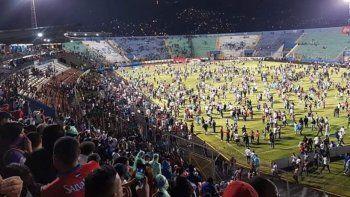 barbarie en el clasico de futbol hondureno: al menos tres muertos