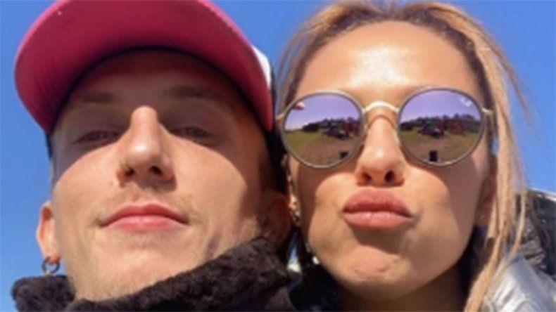 La foto subida de tono de Barby Silenzi y El Polaco en redes sociales
