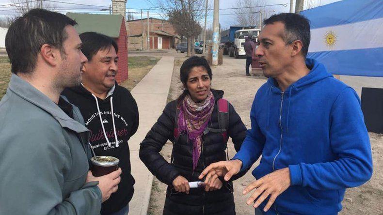 Zúñiga puso mesas en la ciudad para buscar el voto K