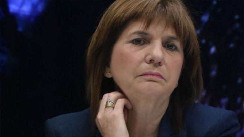 Bullrich cruzó insultos con una mujer que la increpó por el caso Santiago Maldonado
