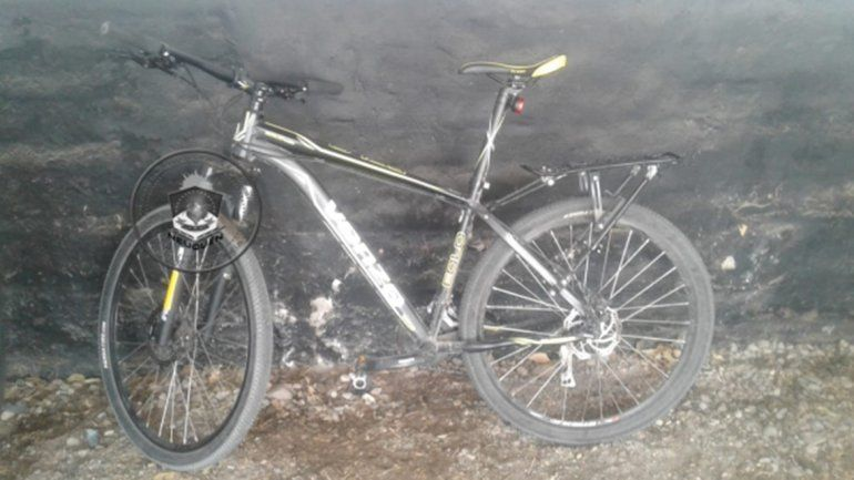 Cayó con una bicicleta robada de un edificio en el Bajo neuquino