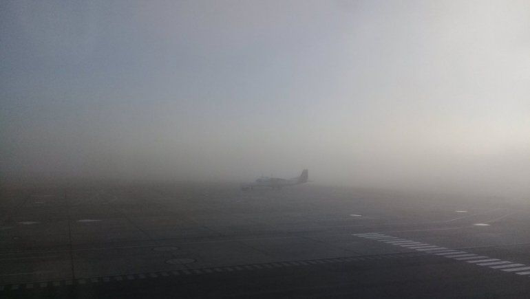 Por la niebla, hay vuelos demorados en el aeropuerto