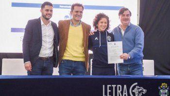 la historia de ailin franzante, la primera neuquina en firmar contrato como futbolista en el pais
