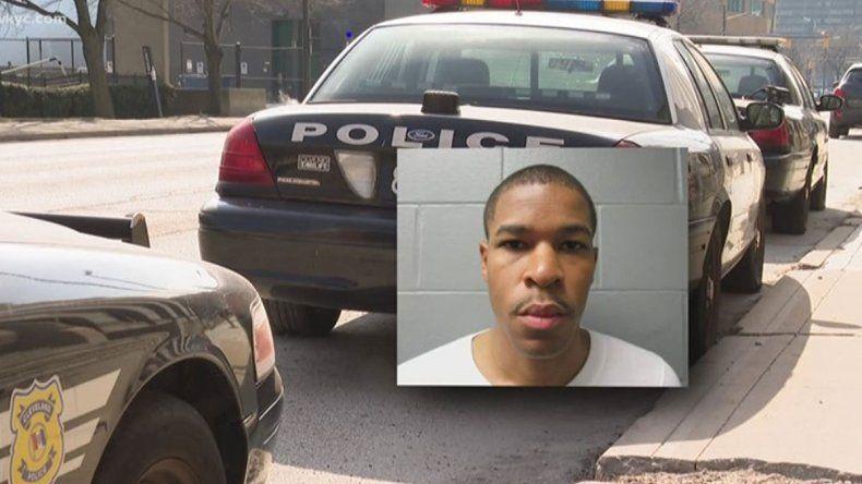Un policía orinó sobre una nena de 12 años y se filmó