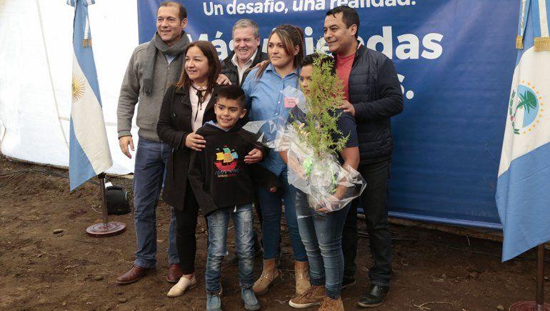 Gutiérrez entregó 26 viviendas en Las Lajas