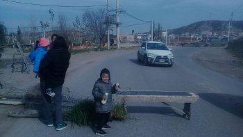 vecinos de yupanqui cortaron la calle reclamando una obra cloacal