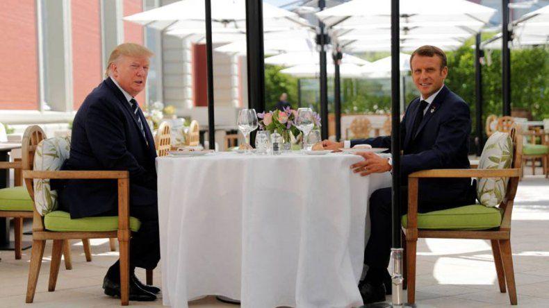 Macron con Trump, en un almuerzo para limar asperezas