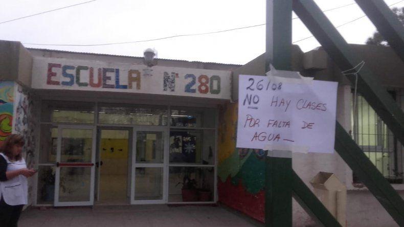Suspendieron las clases en la escuela 280 porque ladrones se robaron el tanque de agua