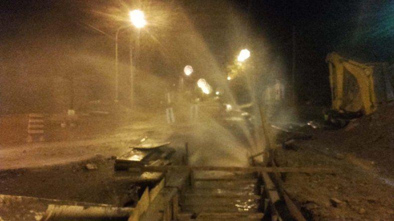 Una máquina dañó un caño de agua en barrio Belgrano