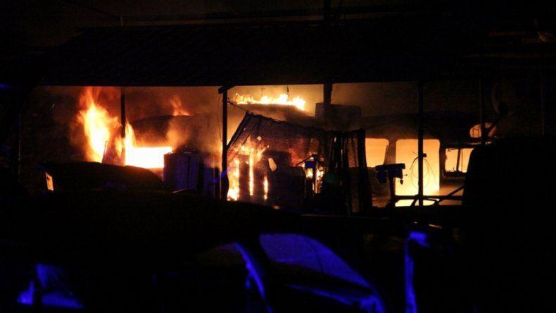 Susto en Centenario por tres incendios en una noche