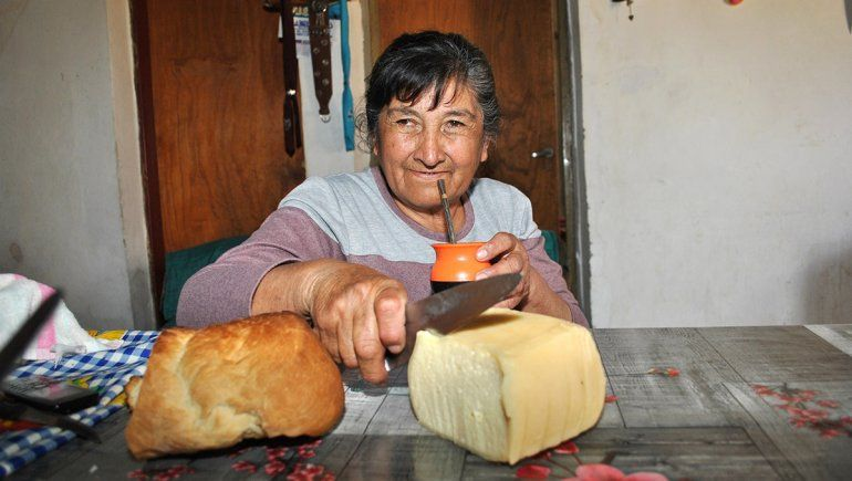 Una mujer campesina con saberes ancestrales
