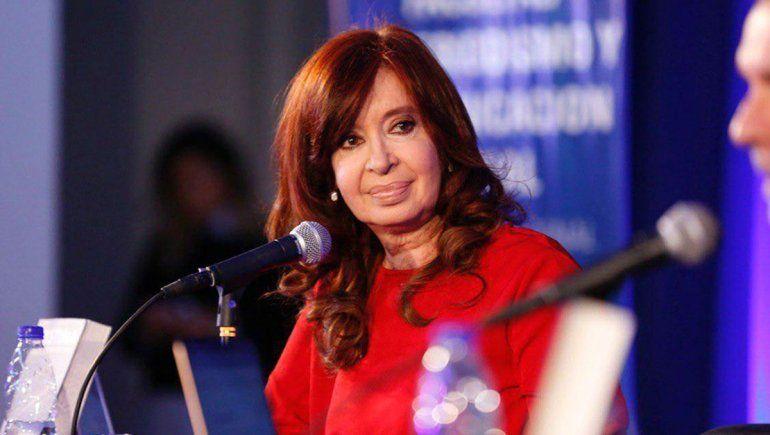 Cristina, sin hablar, le puso picante a la previa del Debate vía Twitter